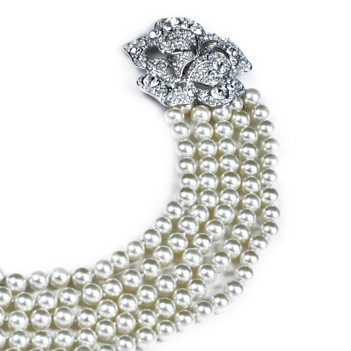 Elegant and sophisticated pearl necklace with silver clasp