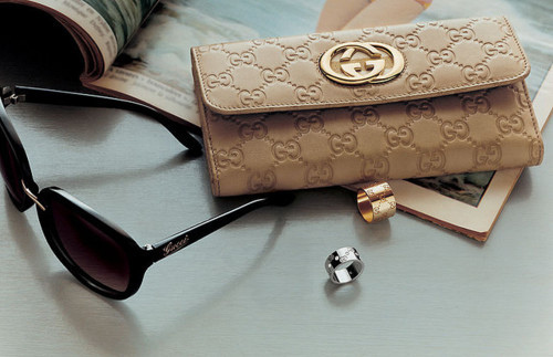 gucci clutch purse and sunglasses