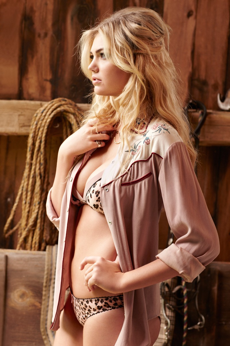 Kate Upton by Matt Jones for Cosmopolitan November 2012