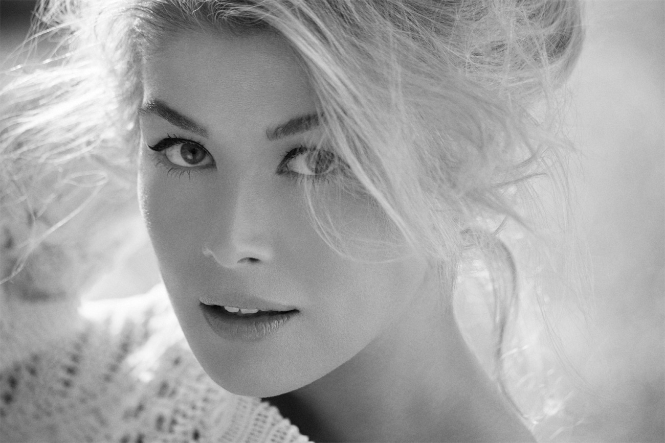 Beautiful blonde women - Rosamund Pike