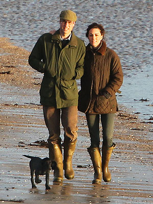 Kate and William walk on the beach with Lupo