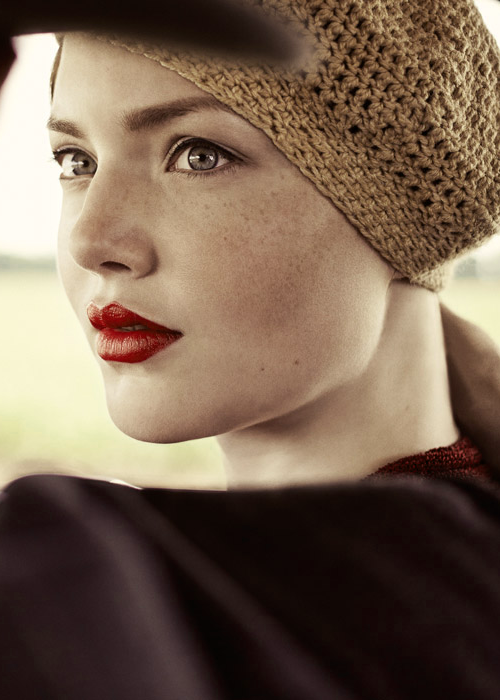 2013 Holliday Grainger as Bonnie Parker