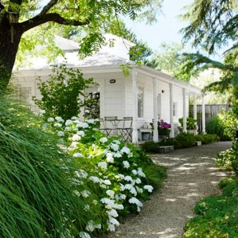 LUSCIOUS UPDATE: Luscious white house and garden