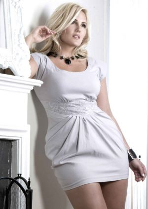 c21-Fashion for all sizes - beautiful plus size models - Nicole LeBris.jpg