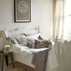 Celebrity closet ideas - natural-bedroom from Country Homes.jpg