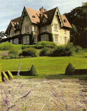 Yves-Saint-Laurents-House--Chateau-Gabriel-1.jpg