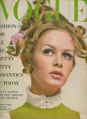 Vintage Vogue magazine covers - mylusciouslife.com - Vintage Vogue August 1967 - Twiggy.jpg