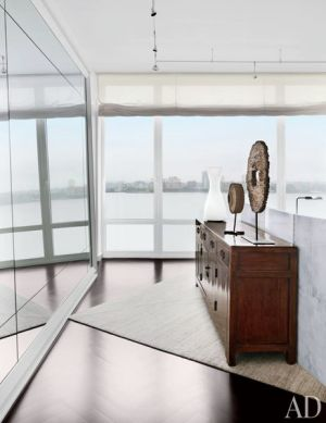 Bathroom with a view - A Manhattan Apartment decorated by Vicente Wolf