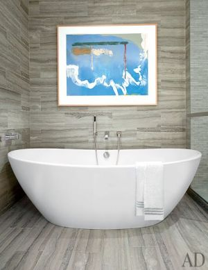 Greige bathroom with white tub - A Manhattan Apartment decorated by Vicente Wolf
