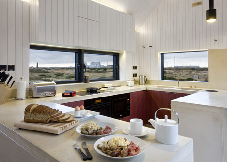 Architecture shingle house in dungeness kent uk by nord for Fun kitchen designs