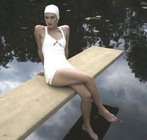 Keira_knightley_in_Atonement_Cecilia_Tallis on diving board.jpg