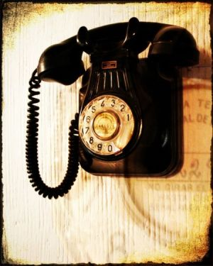 Vintage rotary phone pictures - black antique phone.jpg