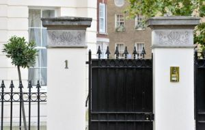 one_cornwall_terrace_gates.jpg