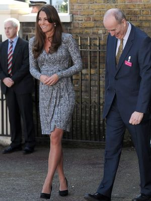 Pics of Kate Middleton - kate-middleton-pregnancy-dresses-feb-19.jpg