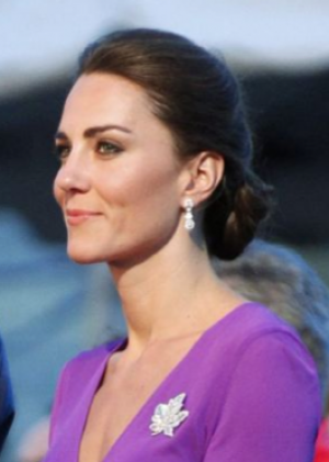 Pictures of Kate Middleton - Kate wearing Issa London and Queens brooch.png