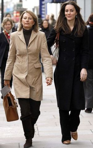 Princess style - Kate-Middleton with mother Carole via myLusciousLife.com.jpg