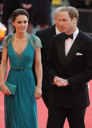 Duchess style images - kate middleton pregnancy style teal dress.jpg