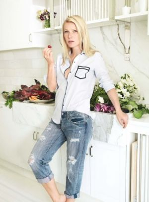 Gwyneth Paltrow in her Manhattan kitchen - photos by Mario Testino.jpg