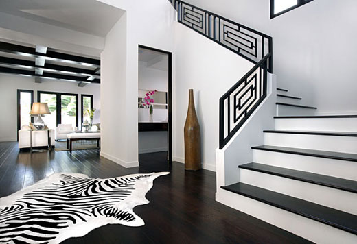 STYLISH HOME: Black and white interiors