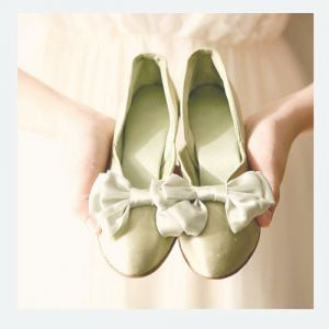 Pretty pale green shoes with bow via mylusciouslife.jpg