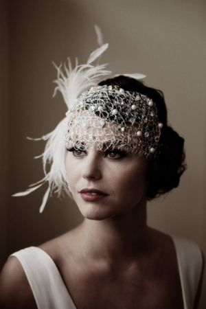 Here are some stunning images and ideas to help you plan a 1920s-themed wedding
