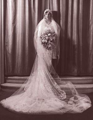 vintage wedding dress 1920s - 1920s wedding via getty-images-20s-bouquet.jpg