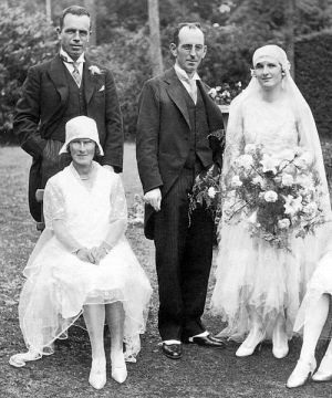 the vintage wedding - Historical pictures of 1920s wedding - 1929 wedding.jpg