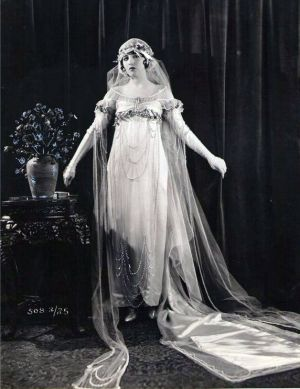 vintage 1920s wedding dresses - wedding dress 20s style - Bebe Daniels 1920s.jpg
