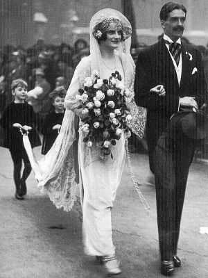 wedding dress 20s style - 1920s wedding dress and bouquet.jpg