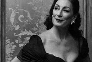 Anjelica Huston.jpg