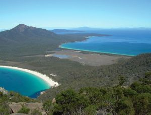 australia_tasmania_wineglass_bay near hobart.jpg