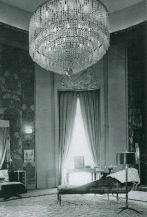 Buchanan house inspiration - grand chandelier.jpg