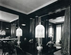 Deco dining room lighting via mylusciouslife.jpg