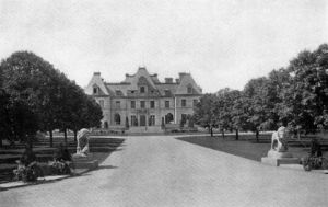 Harbor Hill mansion now demolished.jpg