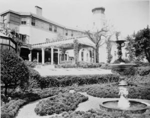 Laurelton Hall Long Island now demolished.jpg