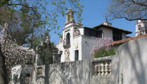 William K. Vanderbilt II 24-room Spanish Revival mansion Eagles Nest.jpg