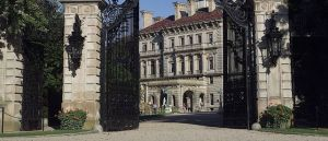 breakers-mansion-gates.jpg