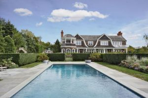 Jennifer Lopez 10 million 3-acre spread in Water Mill New York.jpg