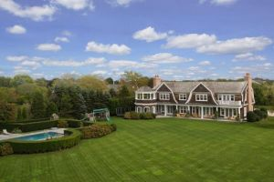 Jennifer Lopez home in the Hamptons - Water Mill New York exterior.jpg