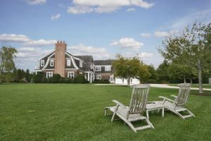 Jennifer Lopez house in the Hamptons in Water Mill New York.jpg
