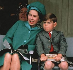 queen-elizabeth-with-prince-andrew-age-7-said-to-be-the-queens-favorite-child.jpg
