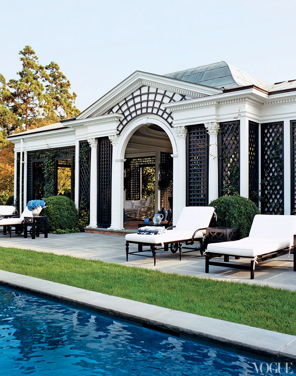 Famous folk at home tory burch s home in southampton for Best house with swimming pool