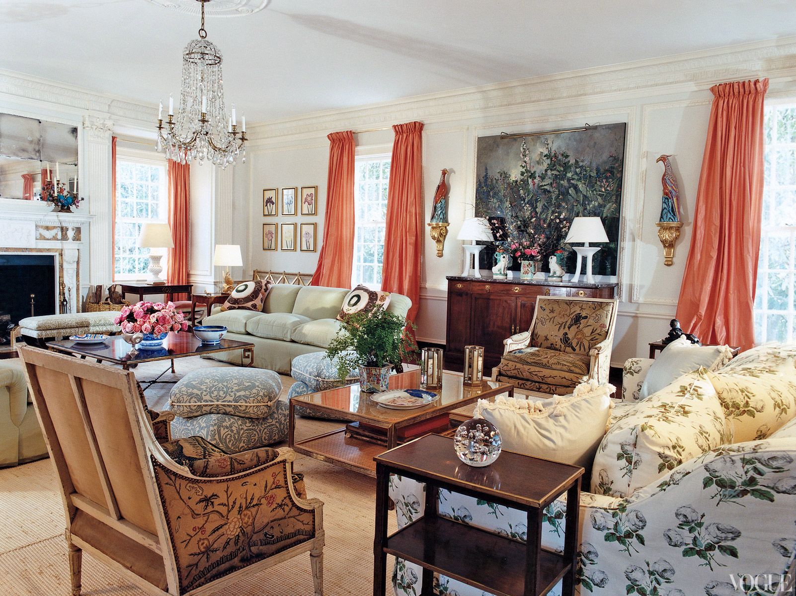 Famous folk at home tory burch s home in southampton for Vogue living room ideas