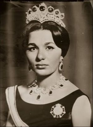 Harry Winston for the the marriage of Empress Farah and Reza Shah Pahlevi in 1958.jpg
