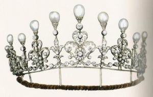 Historic tiaras - Scrollwork tiara c 1880 English.JPG
