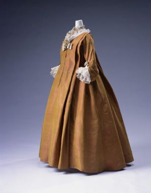 18th century loose-fitting robe volante.jpg