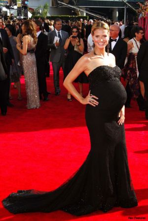 Elegant maternity style - Heidi Klum awards maternity evening dress.jpg