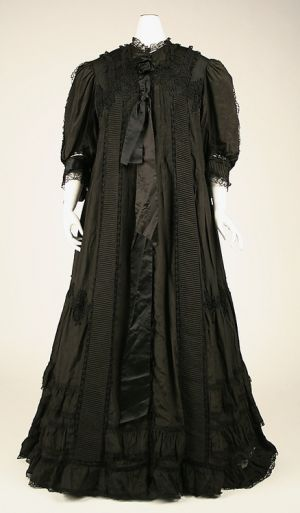 Historical maternity wear - black night dress.jpg
