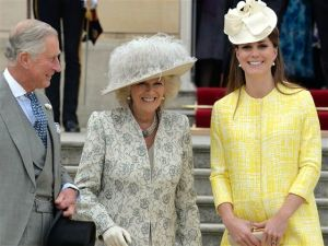 Kate Middleton Duchess of Middleton in maternity yellow dress.jpg