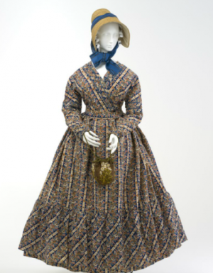 Maternity day dress ca 1825 Australia Powerhouse Museum.png